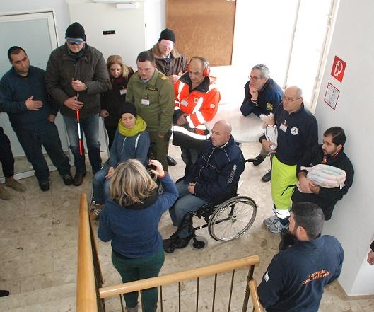 Übung zum Umgang mit Menschen mit besonderen Bedürfnissen in Katastrophenfällen.