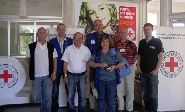 Gruppenbild mit dem zypriotischen roten Kreuz beim Assessment Mission Course in Zypern.